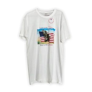 """💥3/$20💥 Patriotic """"Land of the Free"""" Graphic Tee"""